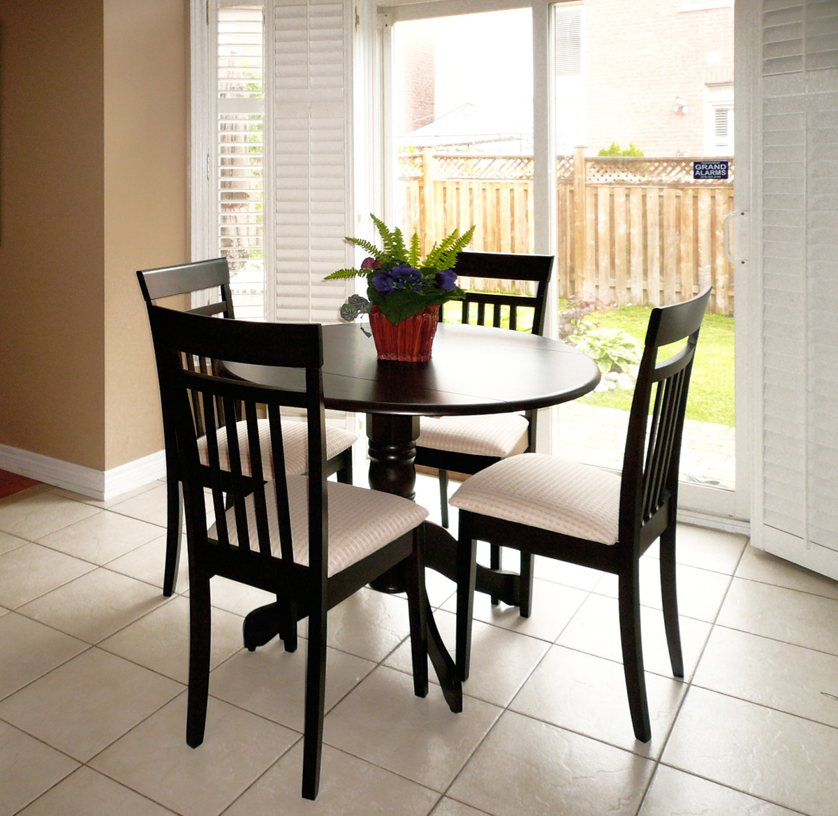 Downtown Round Table Toronto Furniture Rental For Home Staging By Stagers Source