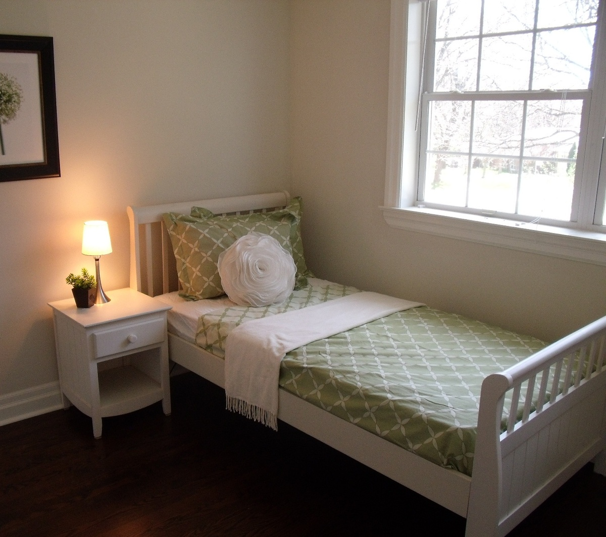 Single Bedrooms For Rent: Single Bed Bedroom Set Rental For Home Staging By Luxury